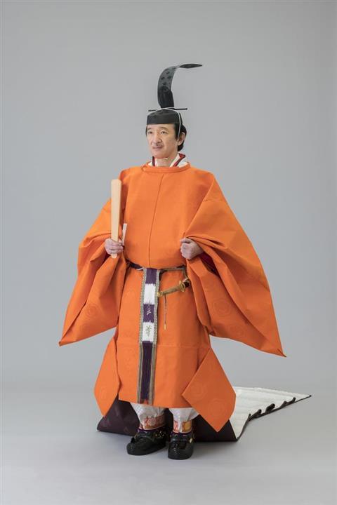 両陛下のご装束姿を公開 眞子さま、佳子さま初の十二単:イザ!