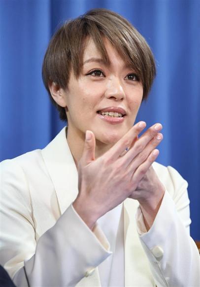 ダンスボーカルグループ「SPEED」のメンバーで歌手の今井絵理子氏(32)が2月9日、自民党本部で比例代表候補として出馬する意向を表明。聴覚障害を持つ長男(11)を育てるシングルマザーと知られる。