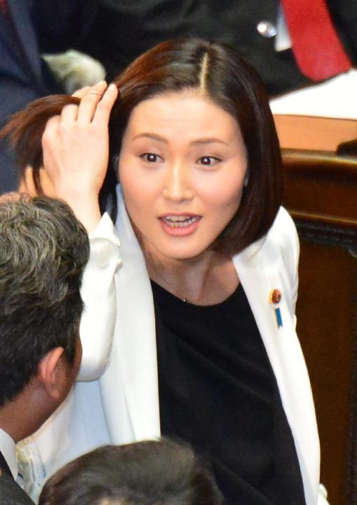 不倫辞職の宮崎謙介前議員の妻、自民・金子恵美氏が国会内で謝罪、離婚は明言避ける:イザ! 不倫辞職