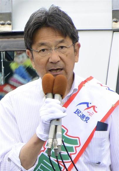 街頭演説する杉尾秀哉氏=6月25日、しなの鉄道御代田駅前