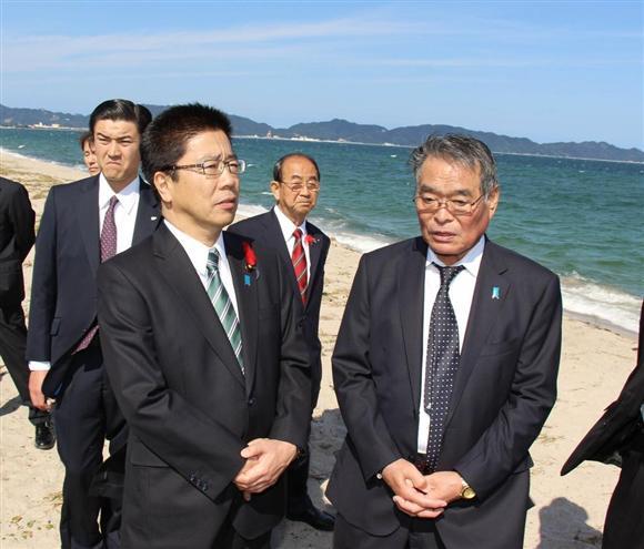 松本京子さんの拉致現場を視察する加藤勝信担当相(... 松本京子さん、平壌で入院か 北が拉致 韓