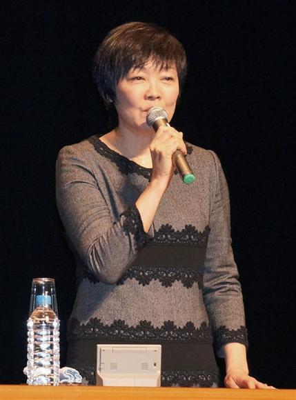 岩手県西和賀町で講演する安倍昭恵首相夫人=12日午前