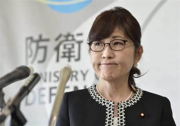 閣議後、記者会見する稲田防衛相=17日午前、防衛省