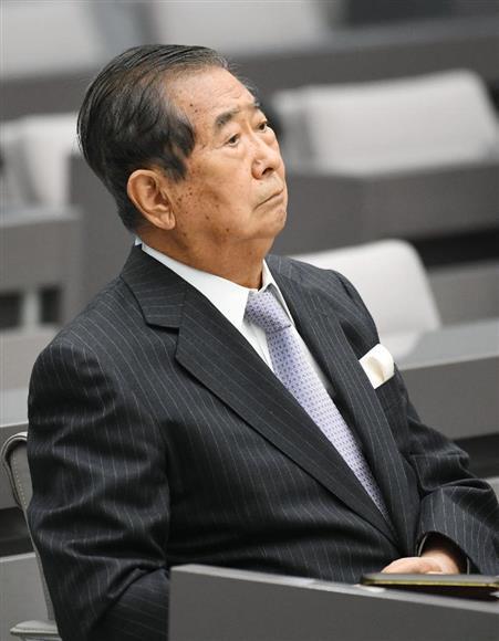 東京都議会の百条委員会の開始を待つ石原慎太郎元都知事=20日午後