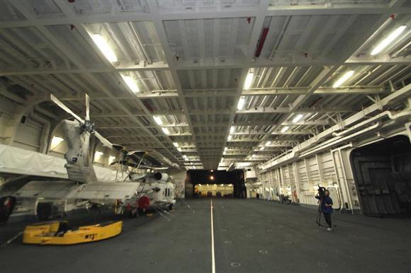 安倍 アメリカ製の強襲揚陸艦をゲット これ半分空母だろ  [565075556]->画像>15枚