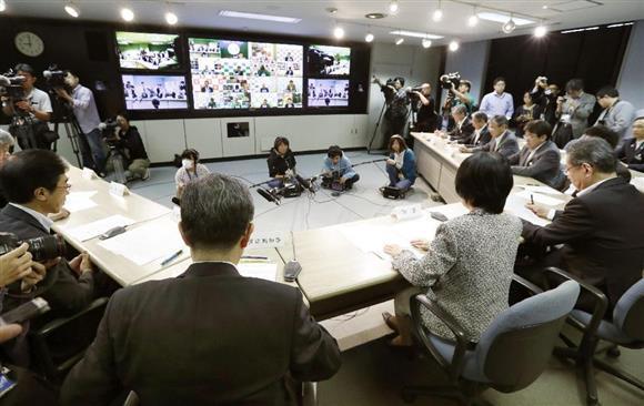北朝鮮の弾道ミサイル発射を受け、北海道内各地を結んで行われたテレビ会議=15日午前9時、北海道庁(共同)