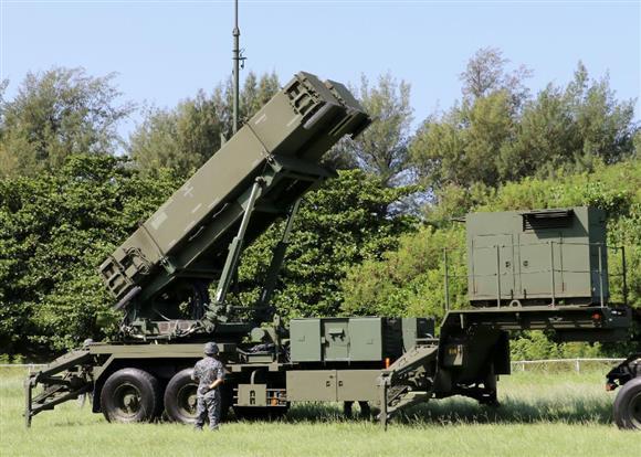 訓練のため発射機が展開されたPAC3=29日午前、陸上自衛隊那覇駐屯地(共同)