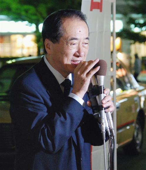 街頭演説で「立憲民主党」からの出馬を表明する菅元首相=2日午後、東京都武蔵野市