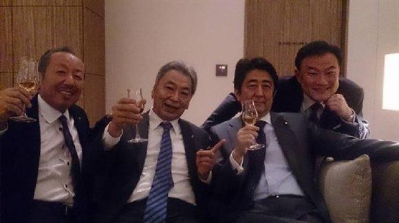 左から加計氏、高橋氏、安倍氏、増岡氏(Facebookより)