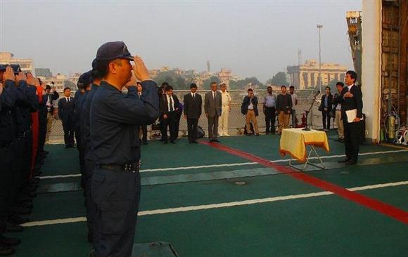東南アジアで海保機関の能力向上支援加速「インド太平洋戦略」を推進(4):イザ!サイトナビゲーションPR東南アジアで海保機関の能力向上支援加速「インド太平洋戦略」を推進1月、インド沿岸警備隊との共同訓練で、海上保安庁の巡視船「つがる」の乗組員を激励する薗浦健太郎首相補佐官(右)=海上保安庁提供その他の写真PRPRPRトレンドizaアクセスランキングピックアップizaスペシャルPRPR得ダネ情報PR