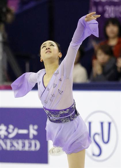女子フリーで演技する浅田真央=バルセロナ(共同)