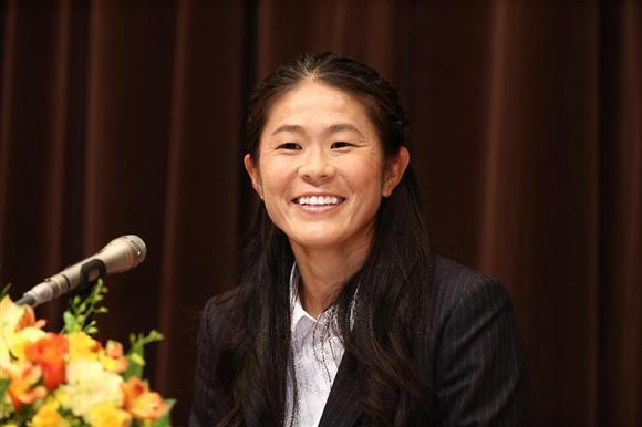 夕刊フジによると、昨年末引退した元サッカー女子日本代表・澤穂希さん(37)について「知名度の高い逸材だけに目玉候補として擁立しようという動きが出てくる」と関係者。女性活躍を推進する自民党内に出馬待望論が出ているという。