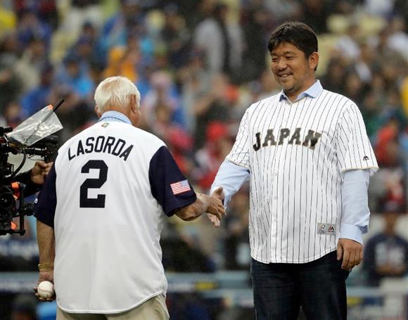 トルネード野茂英雄氏が始球式 当時監督のラソーダ氏と スタジアムは大 ...