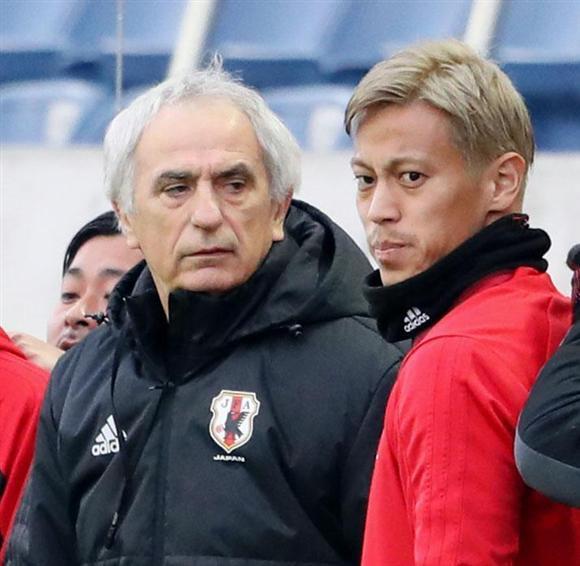 本田(右)の力をハリルホジッチ監督はまだ評価しているようだ