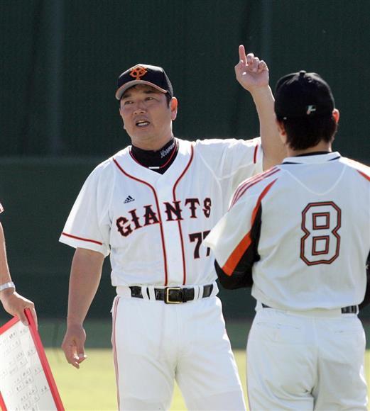 2009年のコーチ時代の吉村氏。再びユニホームに袖を通す見込みだ