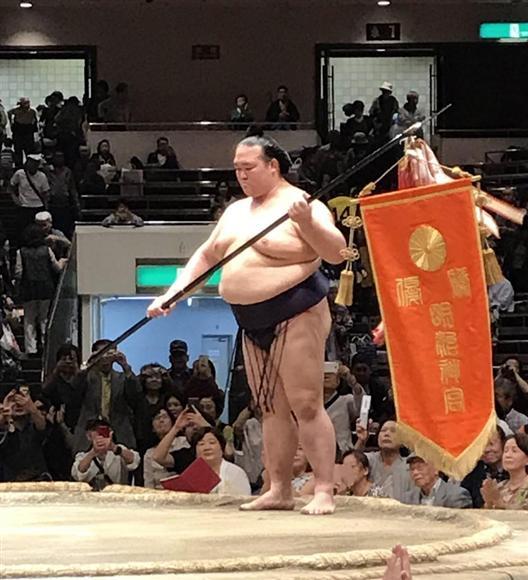 稀勢の里は九州場所出場さえ危ぶまれる中、まさかの優勝