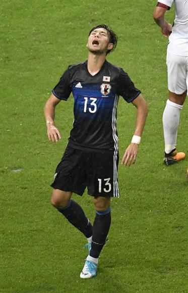 日本代表対ニュージーランド代表 後半、シュートを外した日本代表・杉本健勇=6日、愛知県豊田市の豊田スタジアム(撮影・甘利慈)