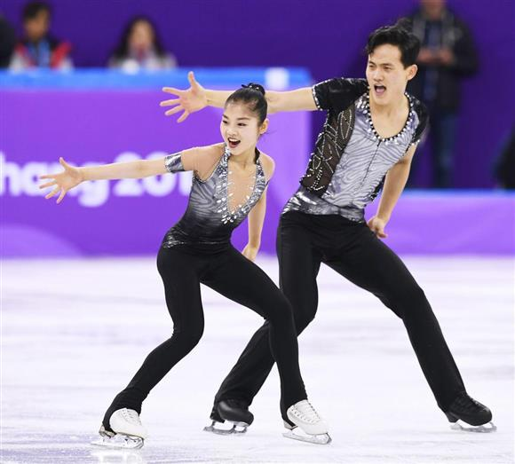 フィギュアスケートで北朝鮮ペア...