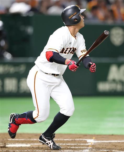 巨人・田中俊がプロ初本塁打「ま...