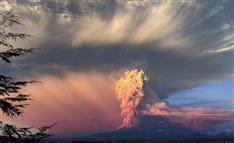 チリ火山大噴火、終末的な画像と映像…えっ「UFO」まで?