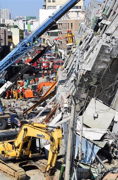 台湾南部地震 8歳少女、60時間ぶ...