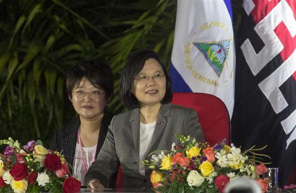ニカラグアのオルテガ大統領の就任式典に出席した台湾の蔡英文総統=10日、マナグア(AP)