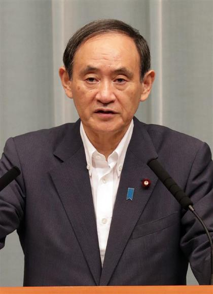 北朝鮮がミサイルを発射したことを受けて会見する菅義偉官房長官=15日午前、首相官邸(松本健吾撮影)