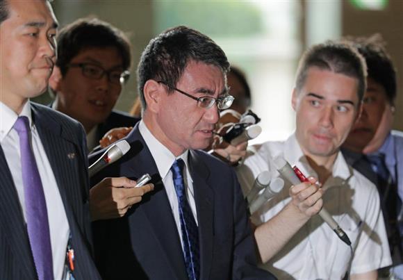 北朝鮮がミサイルを発射。首相官邸に入る、河野太郎外相=15日午前、首相官邸(松本健吾撮影)