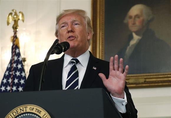 声明を発表するトランプ米大統領=2日、米ホワイトハウス(ロイター)