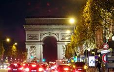 「中身低俗、パリのイメージダウン」 パリ年末の風物詩・シャンゼリゼのクリスマス市が中止に
