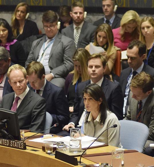 国連安保理の緊急会合で発言する米国のヘイリー国連... 国連安保理の緊急会合で発言する米国のヘイ