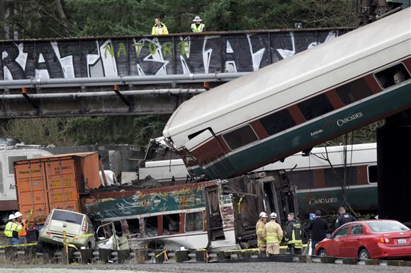 米西部で列車脱線、3人死亡 高速...