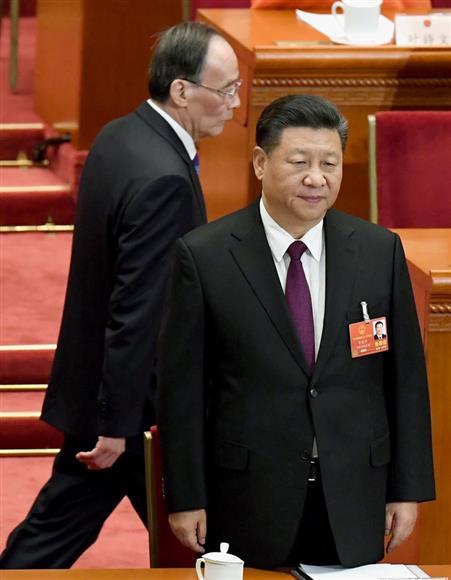 中国全人代 習近平国家主席を再...