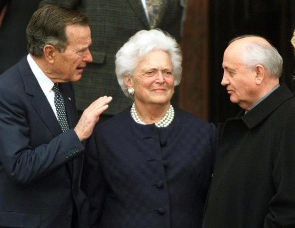 バーバラ・ブッシュ元米大統領夫人が死去:イザ!サイトナビゲーションPRバーバラ・ブッシュ元米大統領夫人が死去ミハイル・ゴルバチョフ元ソ連書記長(右)やジョージ・H・W・ブッシュ元米大統領とともに独ベルリンの名誉市民の授賞式に出席した際のバーバラ夫人=1999年11月(AP)その他の写真PRPRPRトレンドizaアクセスランキングピックアップizaスペシャルPRPR得ダネ情報PR