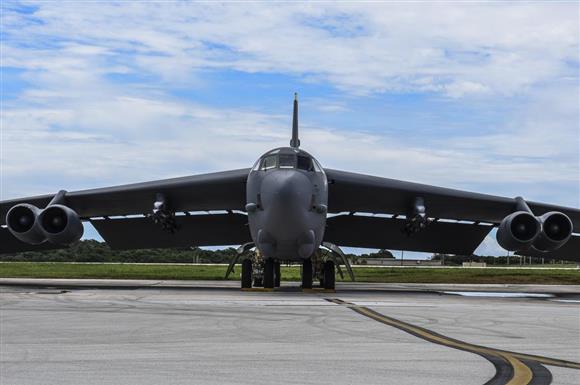 米空軍B52、東シナ海と南シナ海...