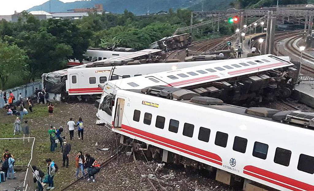 事故 台湾 脱線